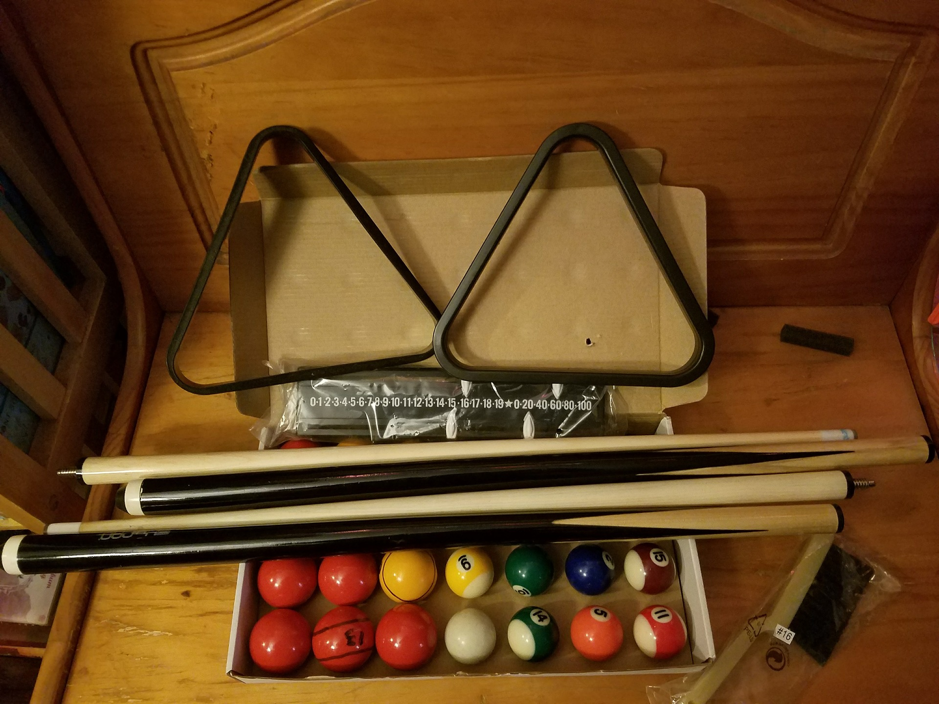 Pool cue and set out of a cue case